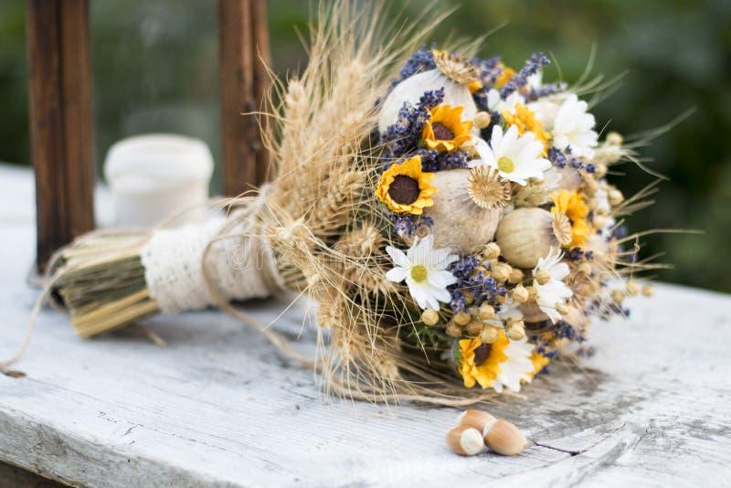 Hochzeitsblumenstrauß von trockenen Blumen lizenzfreie stockfotos