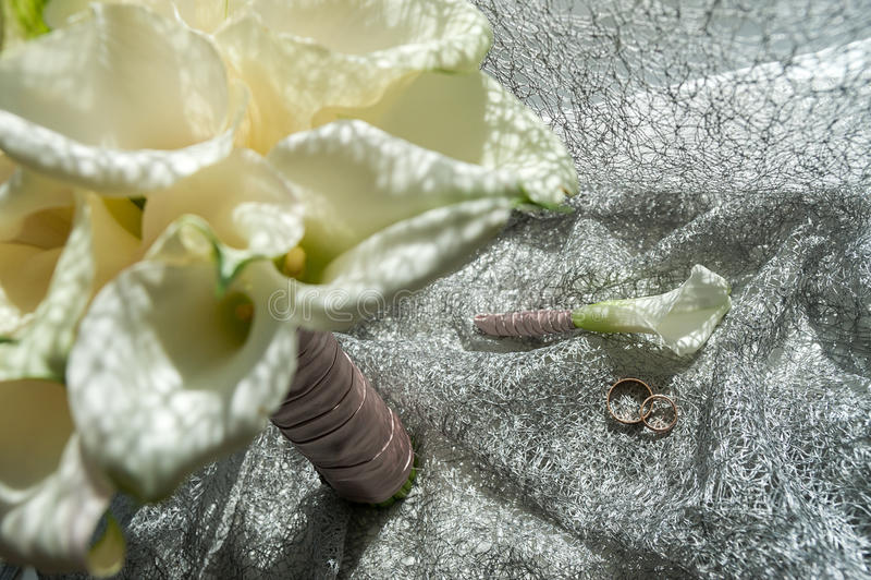 Hochzeitsblumenstrauß, weiße Calla-Sumpf palustris, Sumpf-Aronstab, Wasser-AR stockfotografie