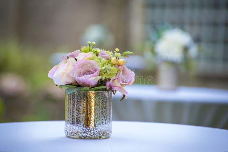 Hochzeitsblumenstraußmittelstück stockbild