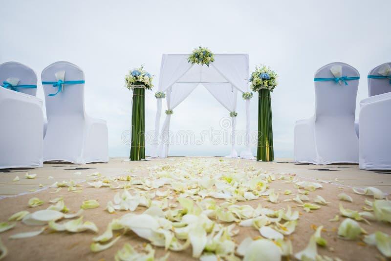 Hochzeitsbogen auf dem Strand lizenzfreie stockbilder