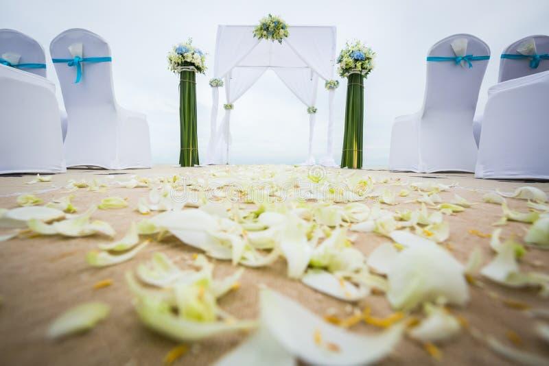 Hochzeitsbogen auf dem Strand lizenzfreie stockfotografie