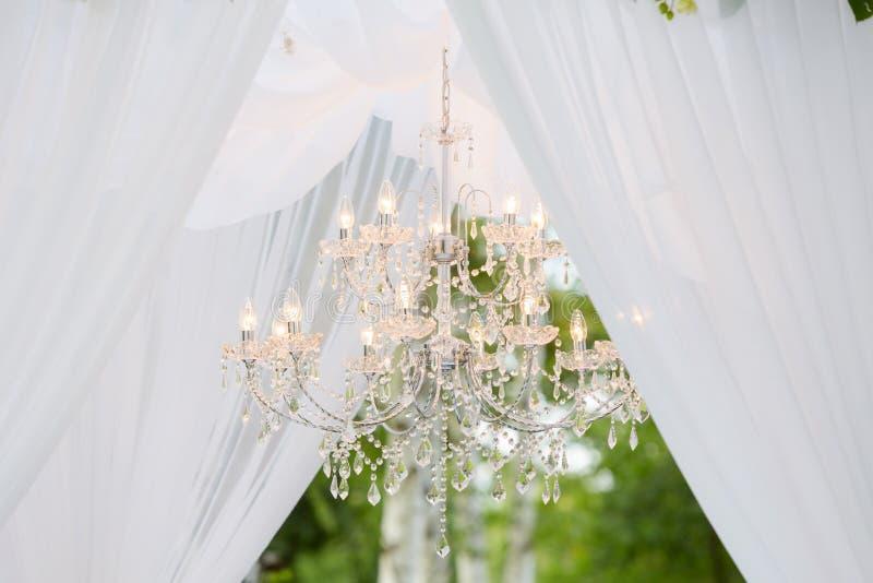 Hochzeitsbogen draußen lizenzfreies stockbild