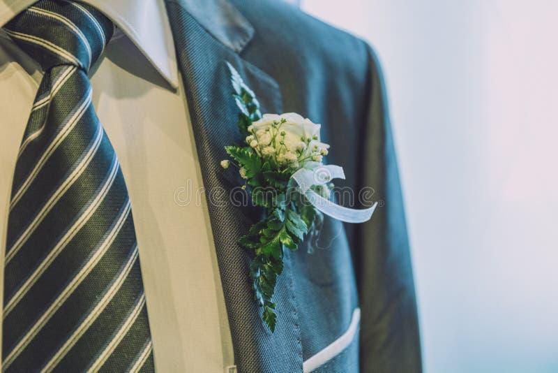 Hochzeitscorsage und -bindung stockbilder