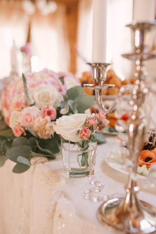 Hochzeitsdekoration des Bankettischs stockfotografie