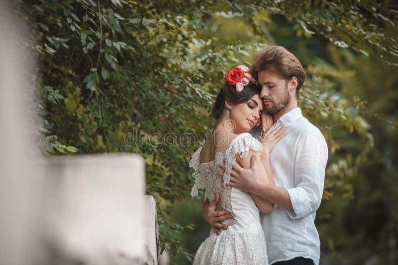Download Hochzeitsdekoration Im Garten Stockbild - Bild von hände, groom: 96929705