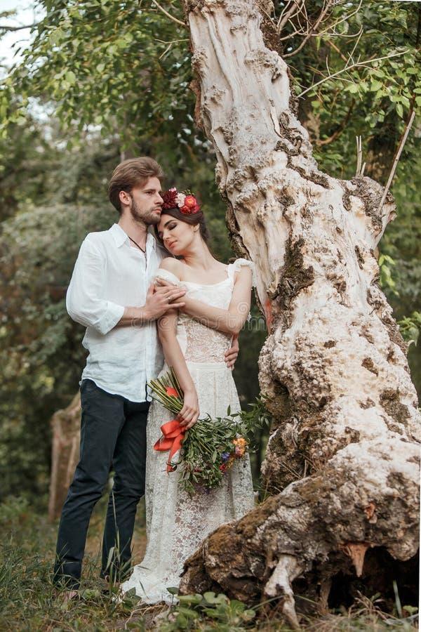 Download Hochzeitsdekoration Im Stil Des Boho, Blumengesteck, Verzierte Tabelle Im Garten Stockbild - Bild von männer, glück: 96928639