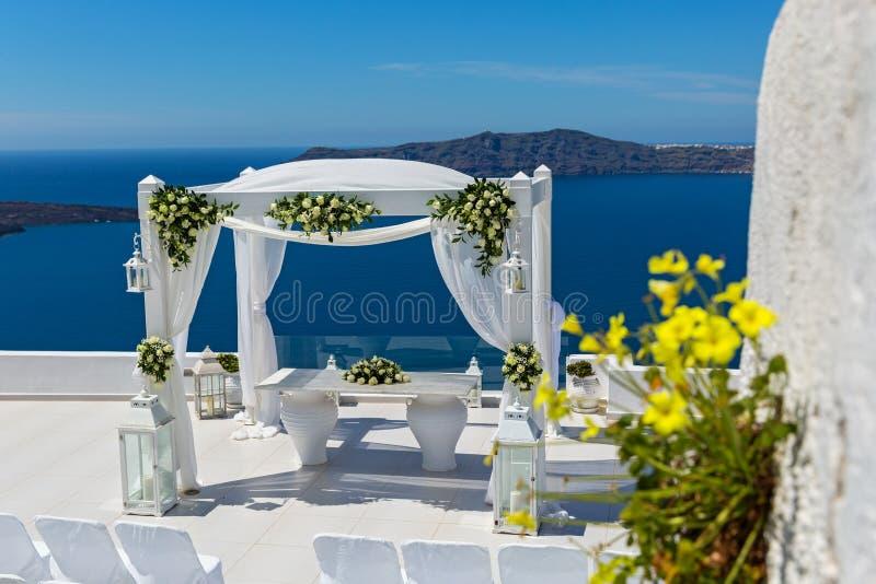 Hochzeitsdekorationen mit Rosen stockfoto