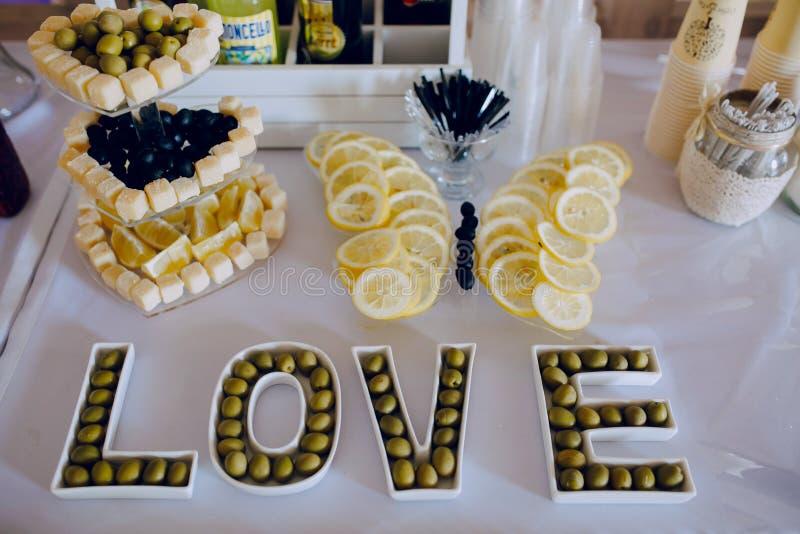 Hochzeitsempfangdekorlebensmittel stockfotos
