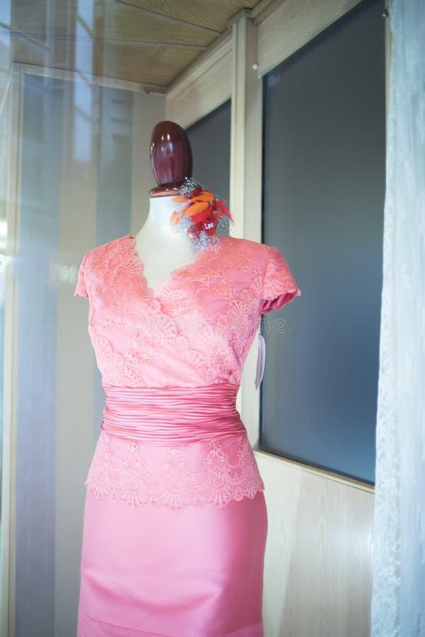 Hochzeitsfestbekleidungsgeschäft lizenzfreies stockbild