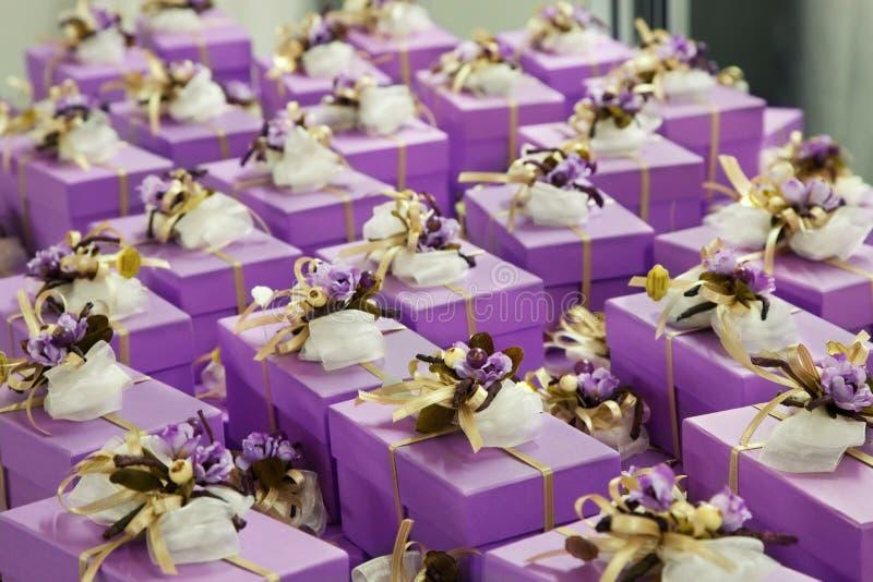 Hochzeitsgeschenke für Gast lizenzfreie stockbilder