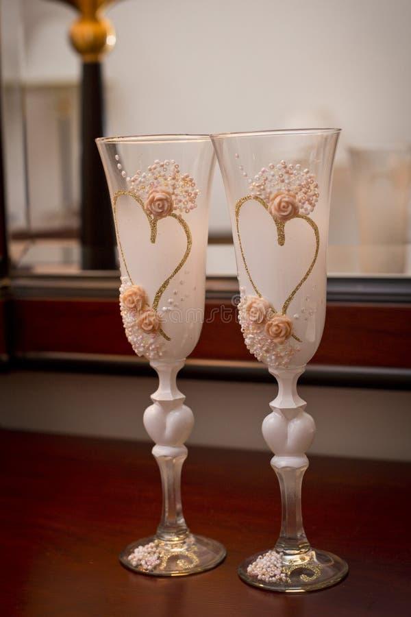 Hochzeitsgläser gemacht vom Glas für Champagner stockbild