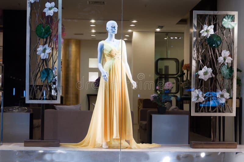 Hochzeitskleidspeicher lizenzfreies stockfoto