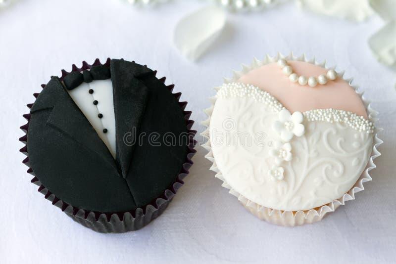 Hochzeitskleine kuchen lizenzfreie stockfotografie