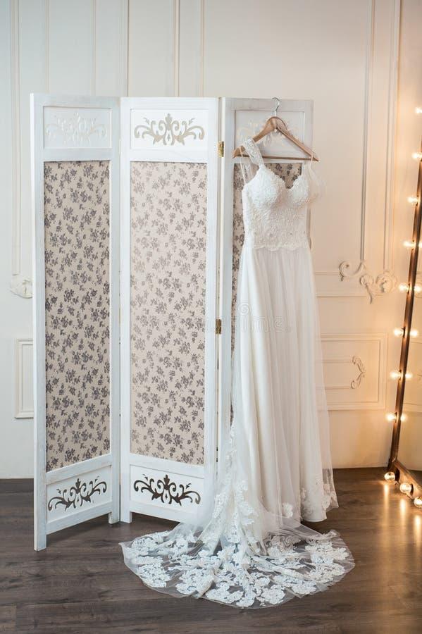 Hochzeitsluxuskleid lizenzfreie stockfotos