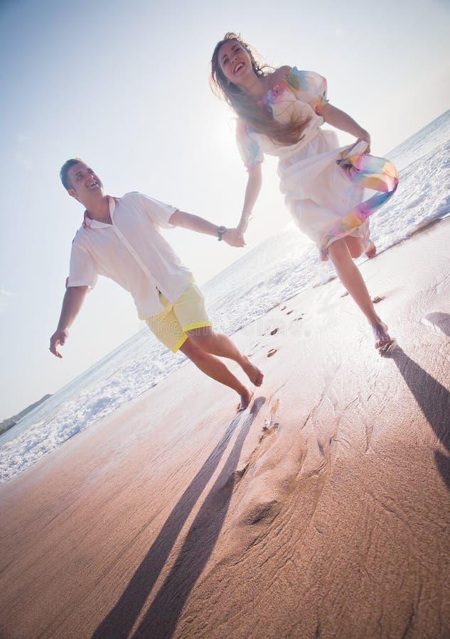 Hochzeitspaare gerade geheiratet lizenzfreie stockfotos