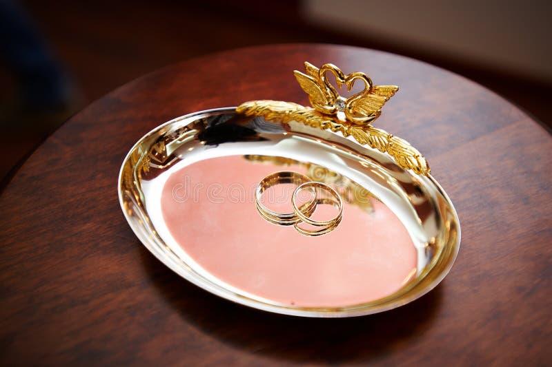 Hochzeitsring für Jungvermählten lizenzfreie stockfotos