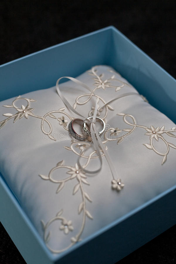 Hochzeitsringkasten stockfotos