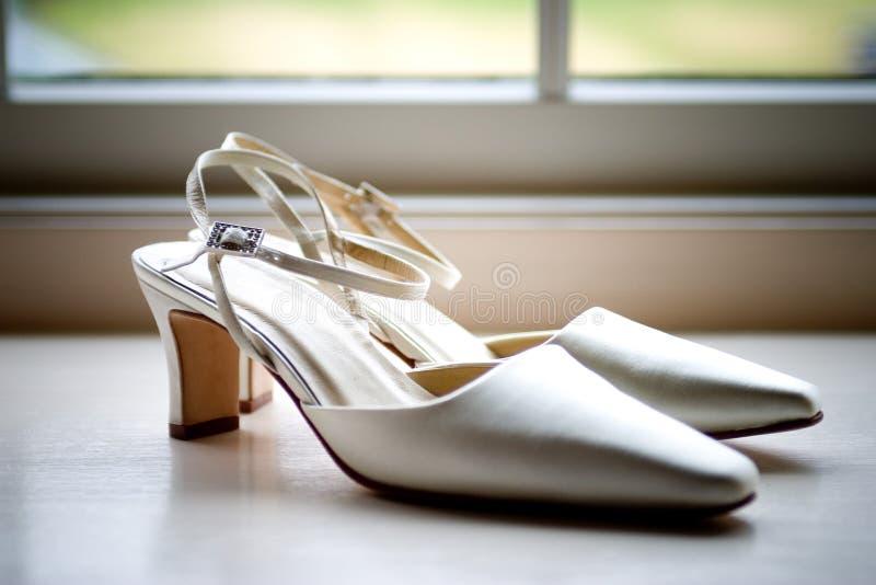 Hochzeitsschuhe lizenzfreie stockfotos