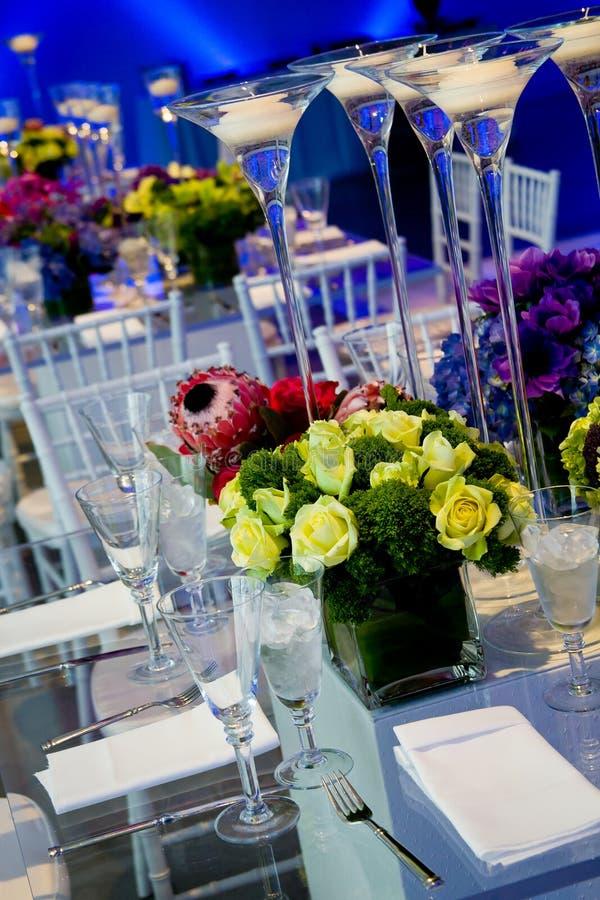 Hochzeitstabellen stellten für das feine Speisen ein lizenzfreie stockbilder
