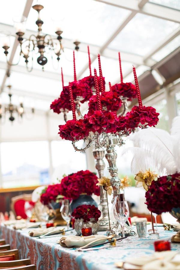 Hochzeitstafel lizenzfreie stockfotos