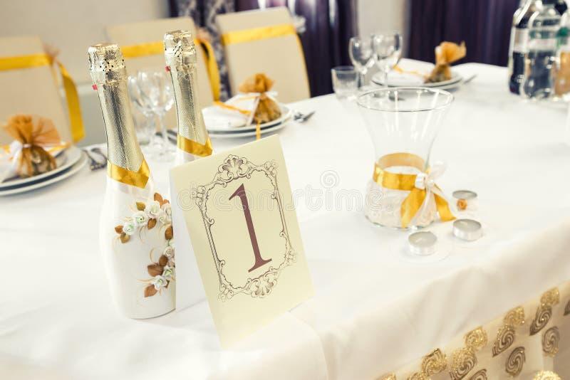 Hochzeitstafel-Dekoration - Reihe lizenzfreie stockbilder