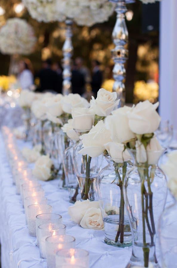 Hochzeitstafeldekor lizenzfreie stockfotografie