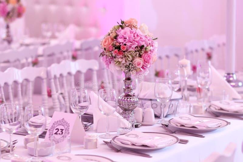 Hochzeitstafeldekoration lizenzfreies stockfoto