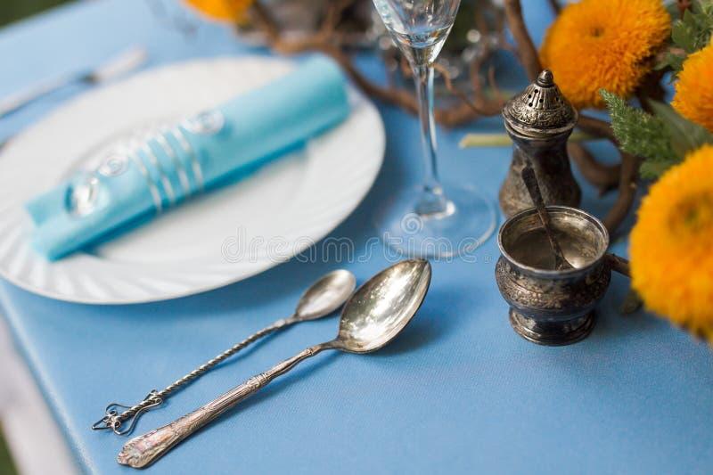 Hochzeitstafeleinstellung stockfotos