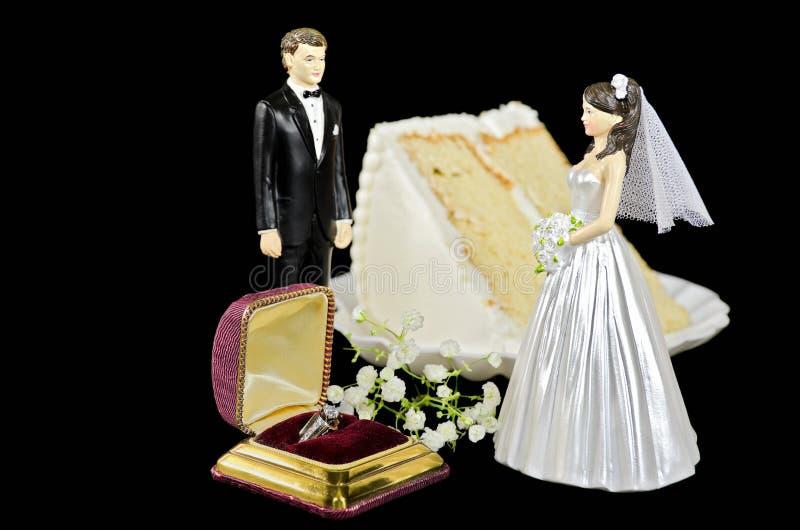 Hochzeitstorte und Ring stockfotos