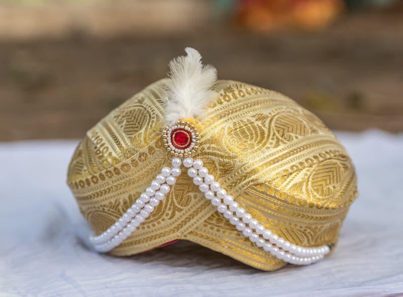 Hochzeitsturban eines indischen Bräutigams lizenzfreies stockbild