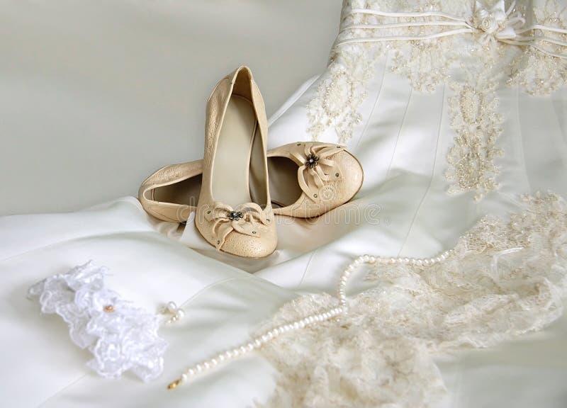 Hochzeitszubehör der Braut stockbild