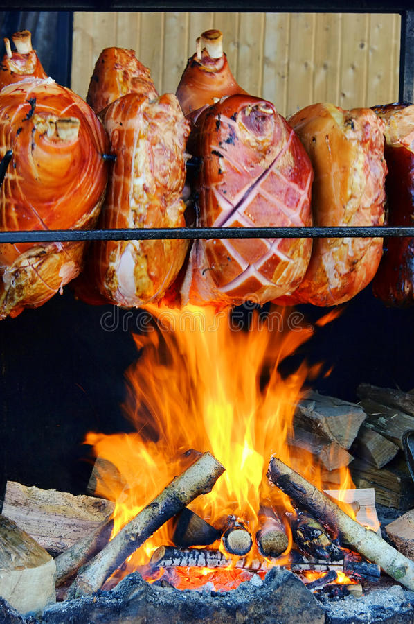 Hock χοιρινού κρέατος Grillling στοκ εικόνα