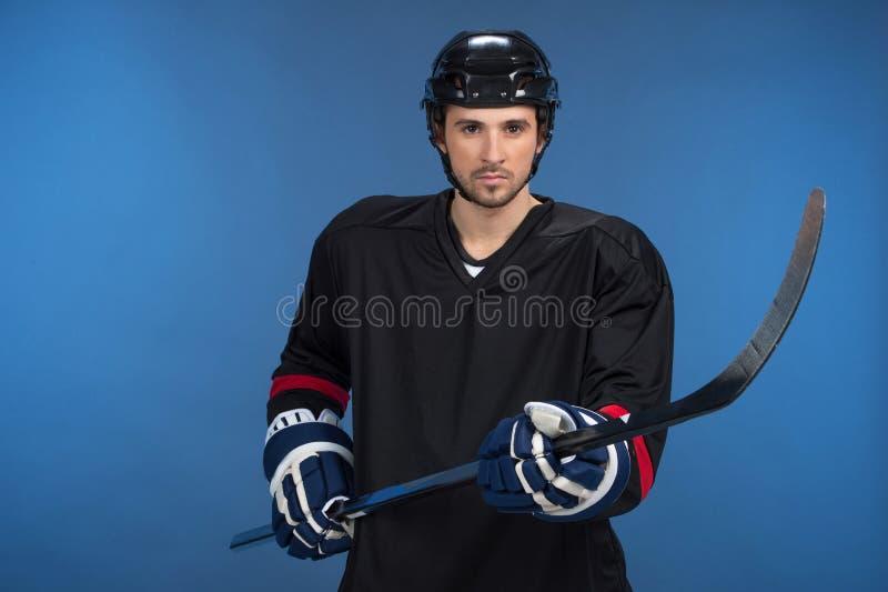 Hockey-bastone della tenuta fotografie stock libere da diritti