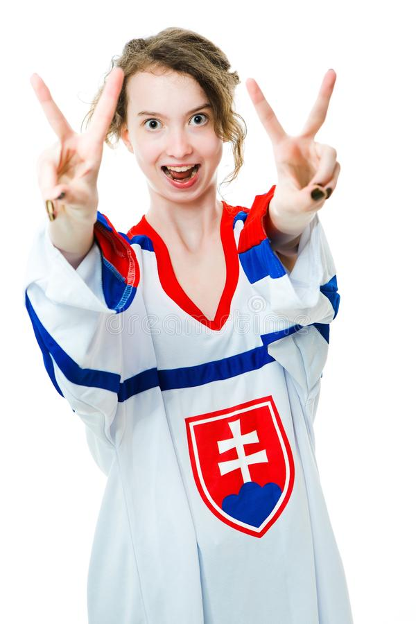 Hockeyfan i ?rml?s tr?ja i nationell f?rg av Slovakien jubel som firar m?l royaltyfri foto