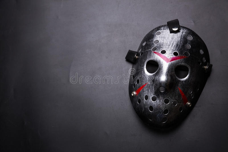 Hockeymaske des Serienmörders lokalisiert auf Schwarzem lizenzfreie stockfotos