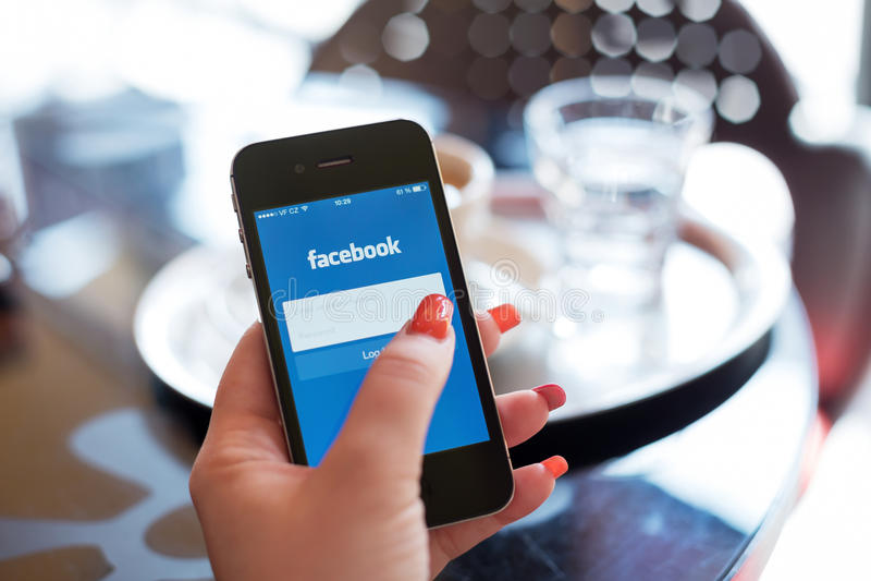HODONIN,捷克- 4月7 :Facebook是一个网上社交 库存图片