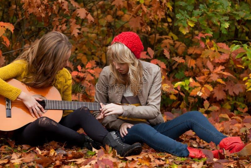 Hoe te om het spelen gitaar te leren royalty-vrije stock afbeelding