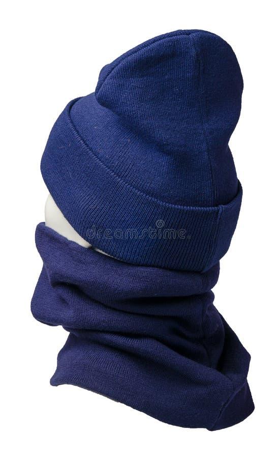 Hoed en sjaal op witte achtergrond wordt ge?soleerd die gebreide reeks van hoeden en sjaal De wintertoebehoren stock foto's