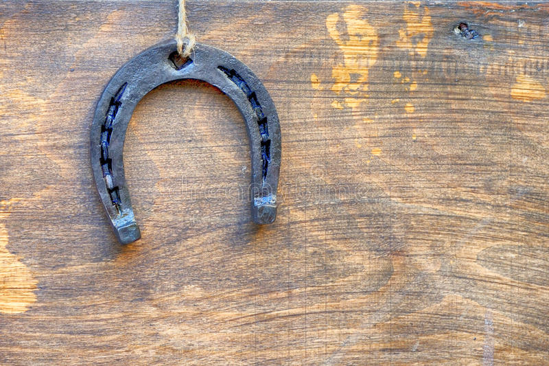 Hoef op uitstekende houten raad royalty-vrije stock afbeelding