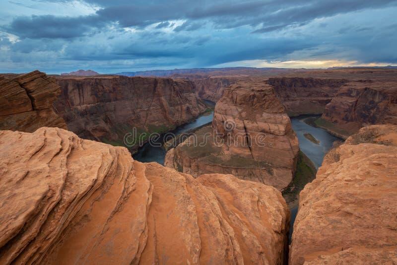 Hoefijzerkromming bij zonsondergang, meander van de Rivier van Colorado in Pagina, Arizona stock afbeelding