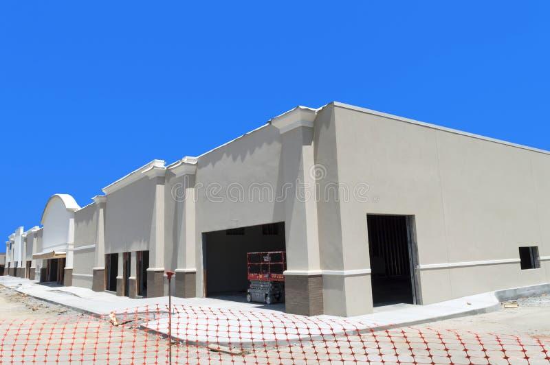 Hoek van Nieuw Kleinhandelsstrookcentrum in aanbouw Nadruk  royalty-vrije stock foto's