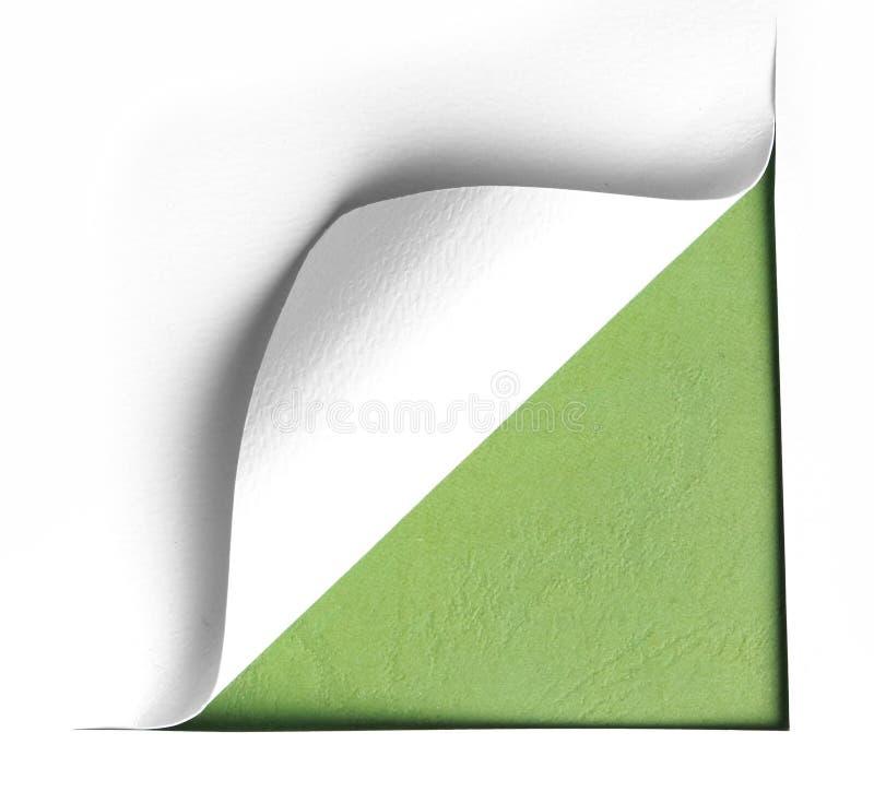 Hoek wit gescheurd document met groene achtergrond stock fotografie