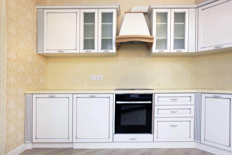 Gele Keuken 6 : Gele muur keuken