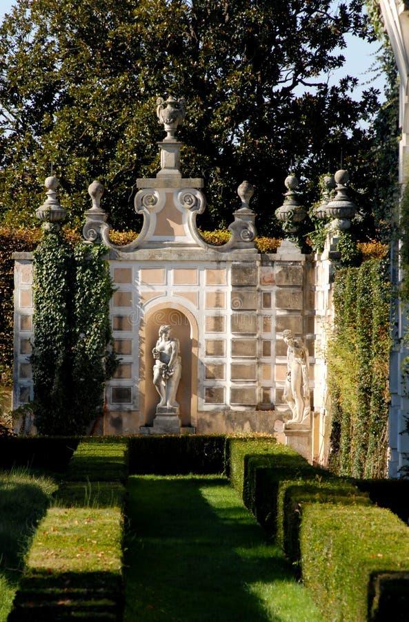 Hoekmonument in de tuin van Villa Pisani in Stra stock afbeelding