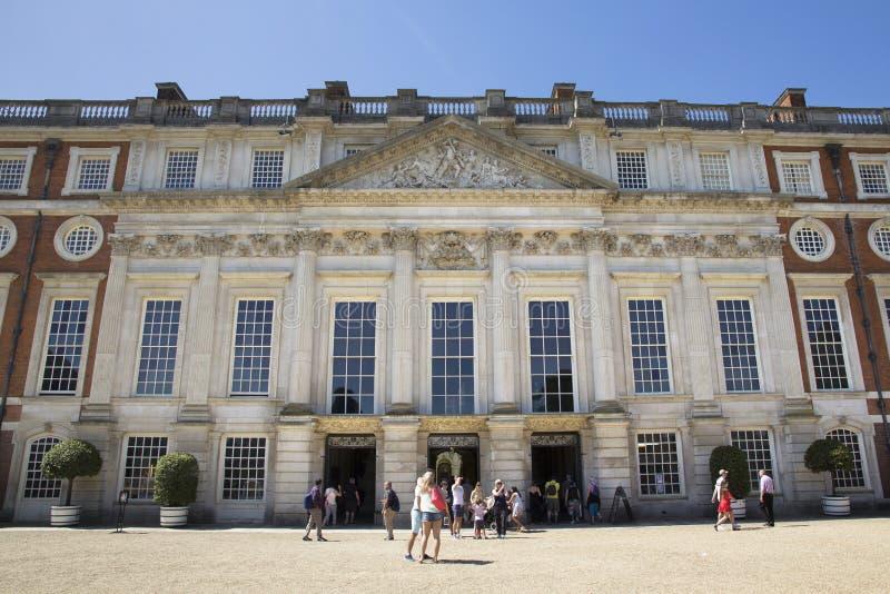 Hof bei Hampton Court Palace, der ursprünglich für hauptsächlichen Thomas Wolsey 1515 errichtet wurde, später stockfoto
