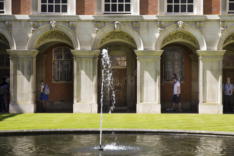 Hof bei Hampton Court Palace, der ursprünglich für hauptsächlichen Thomas Wolsey 1515 errichtet wurde, später stockfotos