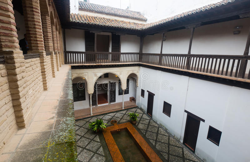Hof des Hauses von Hernan Lopez el Feri Granada, Spanien stockbilder