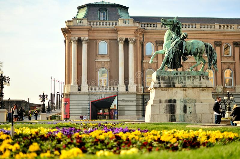 Hof des Schlosshügels lizenzfreies stockbild