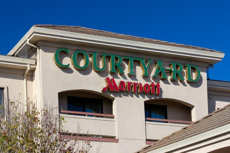 Hof durch Marriot-Moteläußeres lizenzfreies stockfoto
