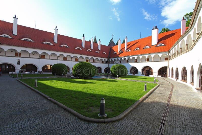Hof im castel Topolcianky lizenzfreie stockfotos